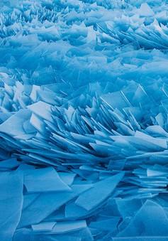 Tuyệt đẹp cảnh băng hồ Michigan vỡ thành hàng triệu mảnh nhỏ