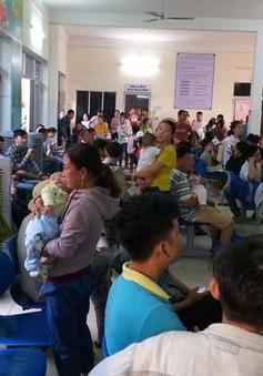Người dân Đà Nẵng chen lấn tiêm chủng từ tờ mờ sáng