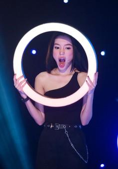 """Elly Trần liên tục thắng lớn ở """"5 vòng vàng kỳ ảo"""" nhờ… bà ngoại"""