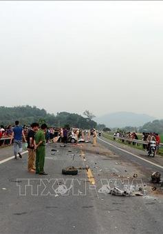 Hòa Bình: Xe ô tô 4 chỗ va chạm với xe tải làm 1 người chết, 2 người bị thương