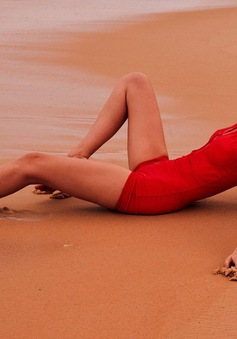Gigi Hadid khoe chân dài miên man đến phát choáng