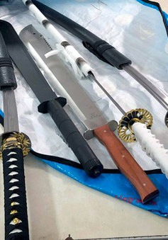 Công an ngăn hỗn chiến, thu nhiều vũ khí