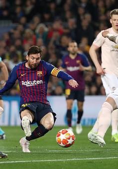 """Messi """"giải khát"""" tứ kết, Barca vùi dập Man Utd để đi tiếp"""