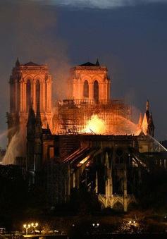 Pháp tôn vinh những người lính cứu hỏa tham gia chữa cháy Nhà thờ Đức Bà