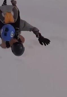Vận động viên mặc quần short nhảy dù trong giá lạnh -50 độ C