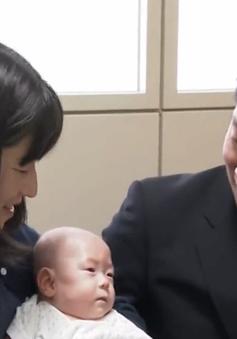 Cậu bé nhỏ nhất thế giới ở Nhật Bản xuất viện