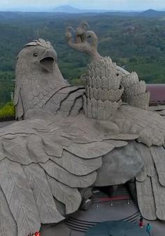 Câu chuyện bất ngờ phía sau tác phẩm điêu khắc chim lớn nhất thế giới