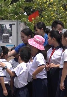 Độc đáo triển lãm bản đồ biển đảo Việt Nam