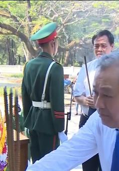 Phó Thủ tướng Trương Hòa Bình viếng anh hùng liệt sỹ tại Nghĩa trang Trường Sơn