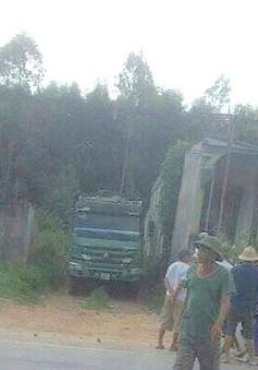 Nghệ An: Chủ nhà tá hỏa phát hiện người đàn ông chết dưới gầm xe