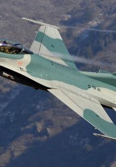 Indonesia dùng máy bay tiêm kích đánh thức người dân