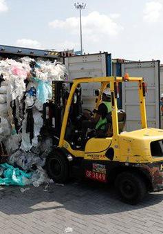 Malaysia trả lại gần 3.000m3 rác thải nhựa