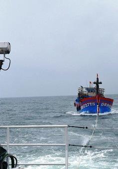 Tàu 904 kịp thời cứu 6 ngư dân bị nạn ở đảo Đá Tây, Trường Sa
