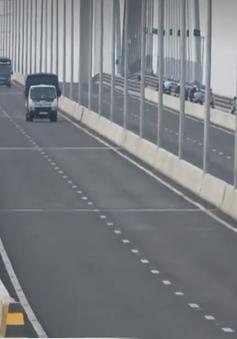 Tình trạng đi ngược chiều, sai làn trên cầu Vàm Cống đang diễn ra phổ biến