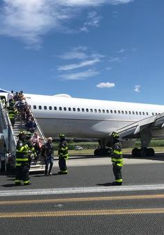 Máy bay Mỹ chở 166 hành khách trượt khỏi đường băng