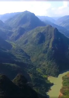 Vẻ đẹp hùng vĩ của sông Nho Quế trên cao nguyên đá Đồng Văn