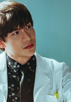 """Dũng Bino hoá thân xuất thần trong vai bác sĩ Phan trong phim """"Bệnh viện thần ái"""""""