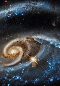 """Kinh ngạc cảnh tượng ngoạn mục các thiên hà """"nuốt chửng"""" nhau"""
