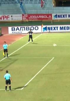 """VIDEO: Cú sút 11m phong cách panenka """"lỗi"""" của cầu thủ CLB Viettel"""