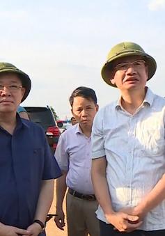 Đồng chí Vương Đình Huệ kiểm tra, động viên lực lượng tham gia chữa cháy rừng ở Hà Tĩnh
