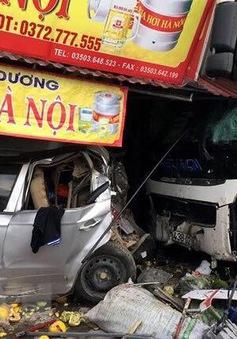 Nam Định: Xe khách lao vào nhà dân làm 1 người chết, 3 người bị thương
