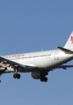 Máy bay Canada chở gần 300 hành khách hạ cánh khẩn cấp tại Mỹ