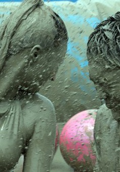 Lễ hội tắm bùn lớn nhất thế giới ở Hàn Quốc