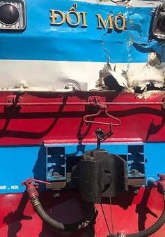 Tàu hỏa húc xe tải văng xa 10m, tài xế tử vong
