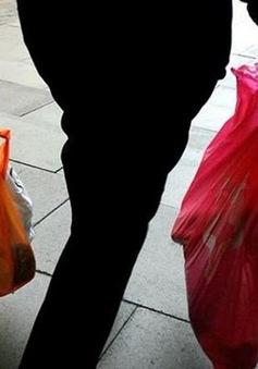 Một gia đình ở Indonesia dùng bao nhiêu túi nhựa mỗi ngày?