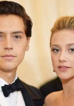 Hậu chia tay, Cole Sprouse và Lili Reinhart tránh mặt, đòi phỏng vấn riêng