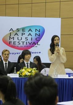 Noo Phước Thịnh, Đông Nhi khuấy động Đại nhạc hội  Asean - Nhật Bản 2019