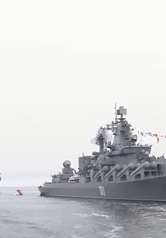 Tàu hộ vệ tên lửa Việt Nam tham dự lễ duyệt binh của hải quân Nga