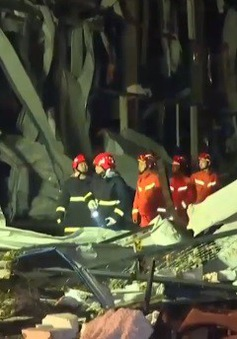 [VIDEO] Cận cảnh cơn lốc xoáy khiến 6 người thiệt mạng ở Trung Quốc