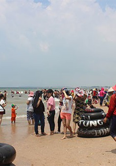 Bình Thuận: 4 người tử vong khi tắm biển