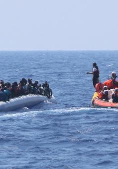 Hàng trăm người di cư được cứu trên biển Địa Trung Hải