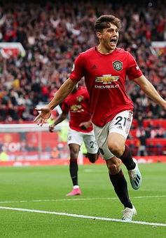 """""""Đàn em"""" đồng hương bất ngờ được huyền thoại Man Utd khen ngợi"""