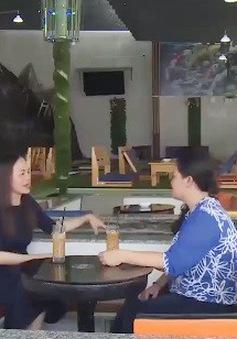 Thưởng thức cà phê giữa hồ cá tiền tỷ