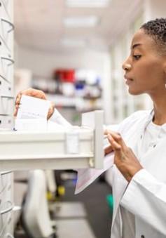 Thiếu hụt thuốc thay thế hormone cho phụ nữ tiền mãn kinh ở Anh