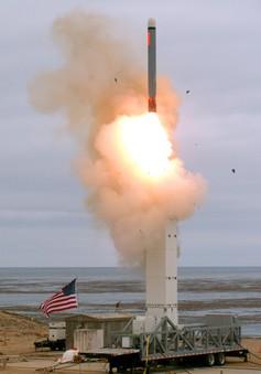 """Mỹ thử tên lửa - """"Phát súng"""" khởi đầu cho cuộc chạy đua vũ trang mới"""