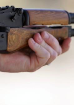 Sinh viên bị bắt vì mang súng trường và 2.000 viên đạn tới trường