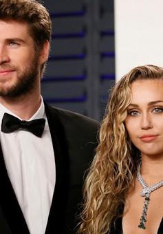 """Gia đình Liam Hemsworth """"hoảng sợ"""" khi nhìn thấy hình ảnh nổi loạn của Miley Cyrus hậu ly thân"""