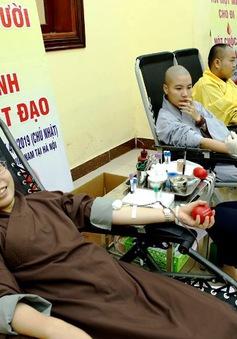 500 tăng ni sinh tham gia hiến máu