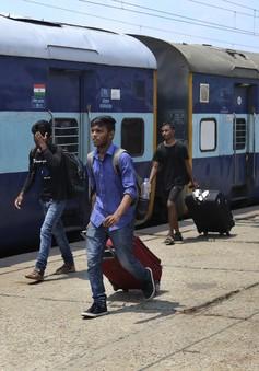 Người dân sơ tán khỏi vùng Kashmir của Ấn Độ