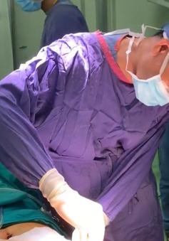Một phụ nữ ở Lạng Sơn bị biến chứng nặng sau khi nâng ngực