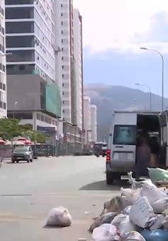 Ngang nhiên vứt rác, phế thải xây dựng ở khu đô thị mới