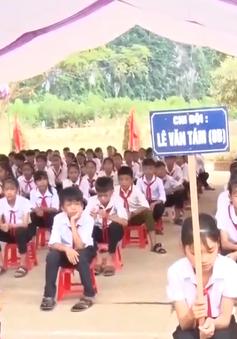 Bộ trưởng bộ GD-ĐT dự khai giảng trường vùng lũ