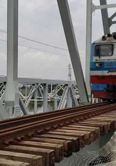 Chuyến tàu cuối cùng qua cầu đường sắt Bình Lợi 117 tuổi