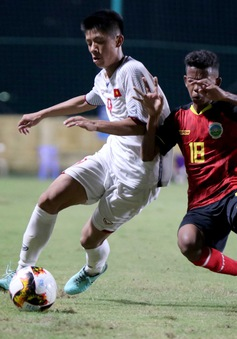 HLV Đinh Thế Nam chưa hài lòng dù U16 Việt Nam thắng trận ra quân