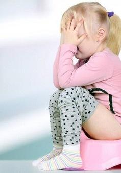 Hỗ trợ xử lý táo bón ở trẻ bằng bào tử lợi khuẩn