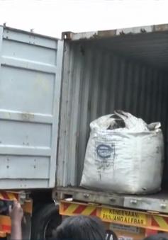 Malaysia thu giữ 12 tấn cocain trà trộn trong than